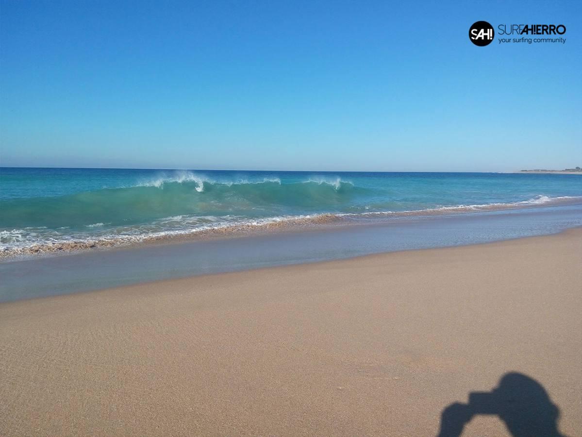 Imagen de Al fin llegaron las olas a Cádiz | Surf AHIERRO!