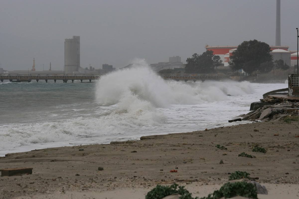 Imagen de Temporal de levante - Enero 2018   Surf AHIERRO!
