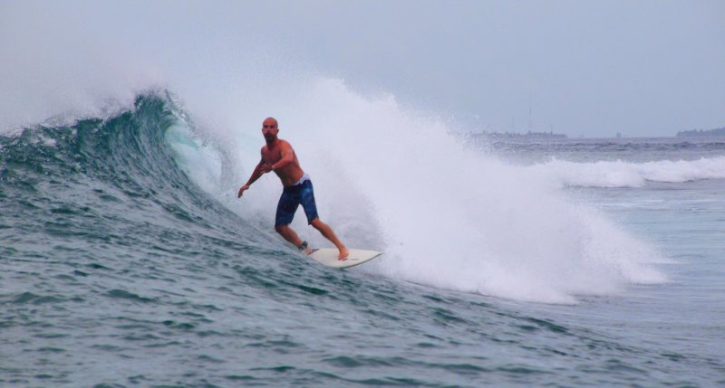 Surfeando en Maldivas