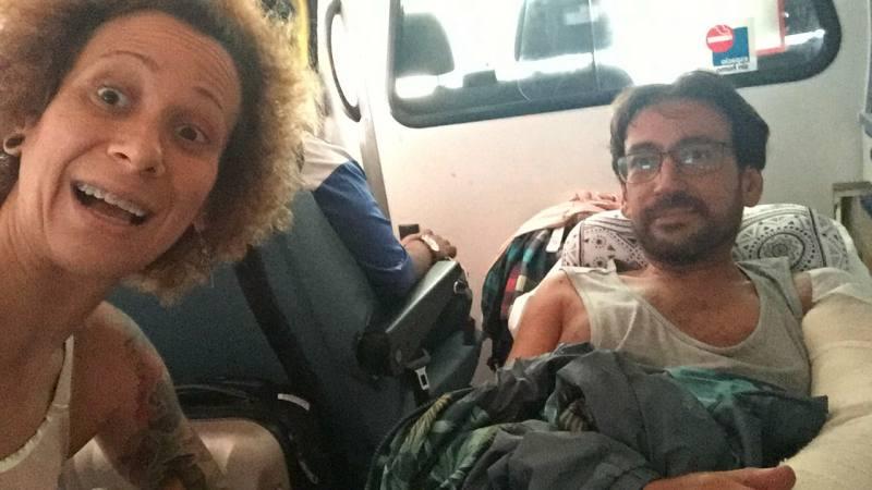 Victor y María en la ambulancia