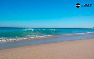 Imagen de Al fin llegaron las olas a Cádiz - Surf AHIERRO!