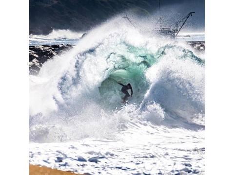 Un tubo, una orillera, una contraola - Surf AHIERRO!